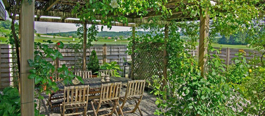 gartensitzplatz aussensitzplatz pergola gartenpavillon gartenterrasse gartenplatten. Black Bedroom Furniture Sets. Home Design Ideas