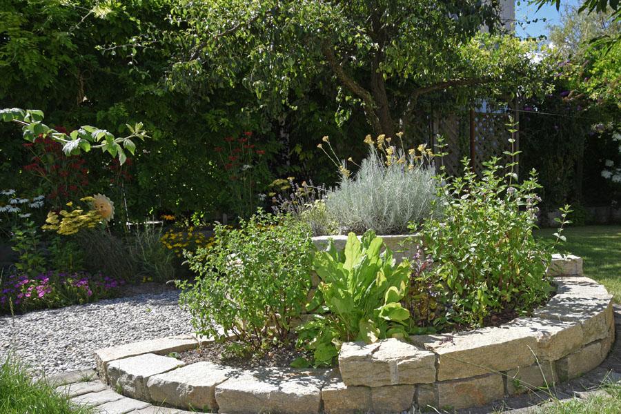 Bepflanzung gartenbepflanzung gartengestaltung gartenpflanzen gartenbegr nung stauden - Pool auf rasen stellen ...