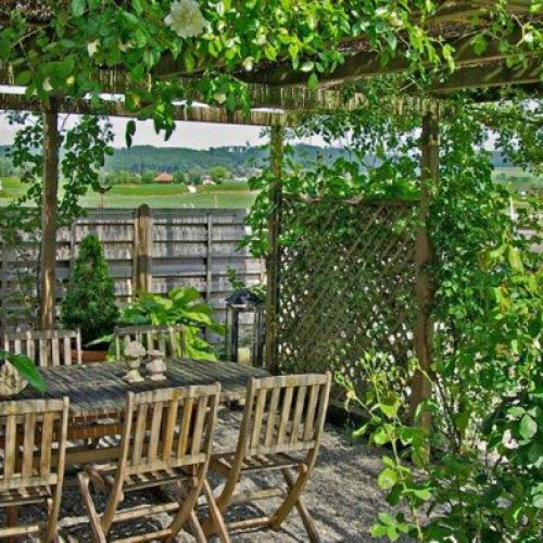 holz im garten holzroste sichtschutzwand pergola. Black Bedroom Furniture Sets. Home Design Ideas