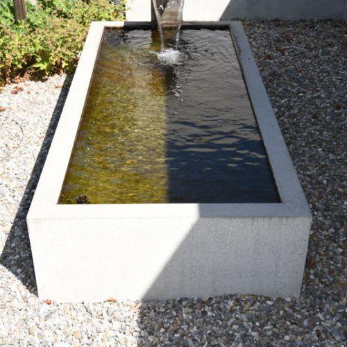 wasserbecken garten beton, wasser im garten, quellsteine, bachlauf, wasserpflanzen, Design ideen